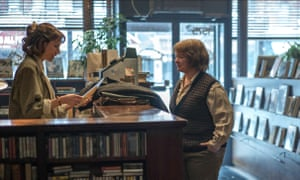 Dolly Wells as bookshop owner Anna, with Melissa McCarthy as Lee Israel in Can You Ever Forgive Me?