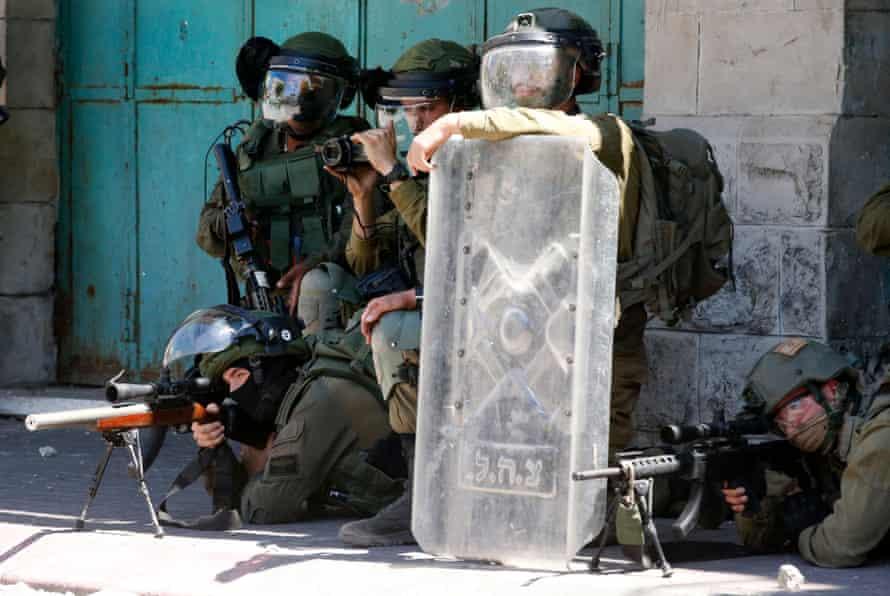 Israeli security forces take aim at Palestinian demonstrators