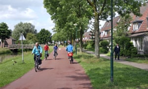 A cycle route and a footpath in a residential area of Houten.
