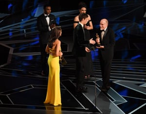 Alex Gibson and Richard King receive the Oscar for Sound Editing on Dunkirk presented by Eiza Gonzalez and Ansel Elgort