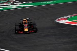 Ricciardo, forced to retire, his 11th DNF i the past 23 races..
