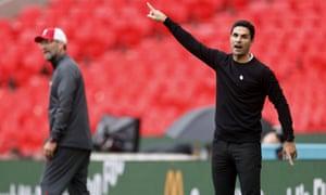 Mikel Arteta and Jürgen Klopp on the touchline at Wembley