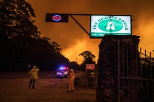 The fire front approaches Kurrajong Heights Bowling Club on 21 December.