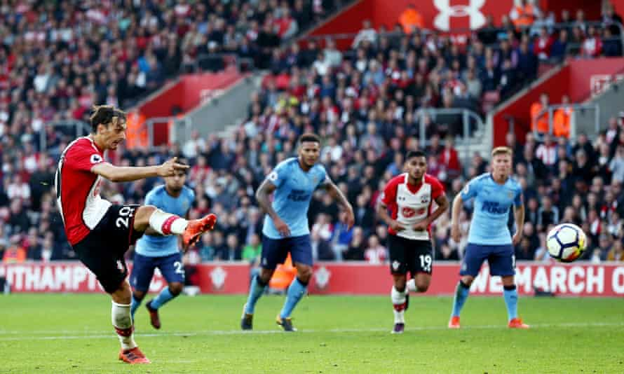 Manolo Gabbiadini scores his side's second equaliser from the penalty spot.