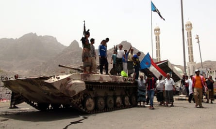 Militiamen loyal to the Yemeni president following clashes with Houthi fighters in the southern port city of Aden.
