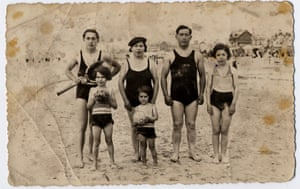 Marceline Loridan-Ivens with her family at Bercq Plage, 1935.
