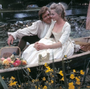 Finney in 1963 filming Tom Jones with Susannah York.
