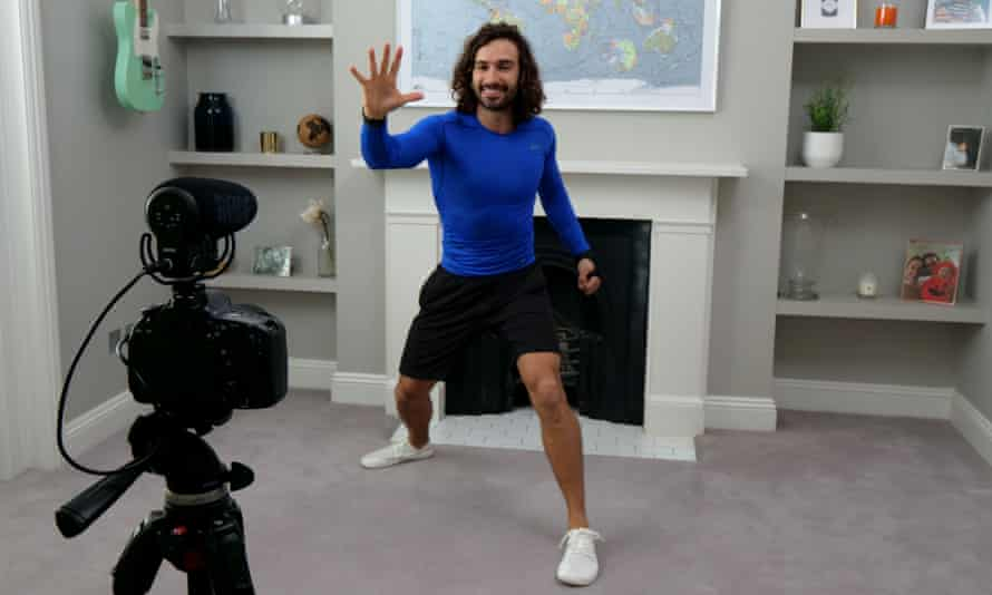 Joe Wicks' leading one of his online PE lessons