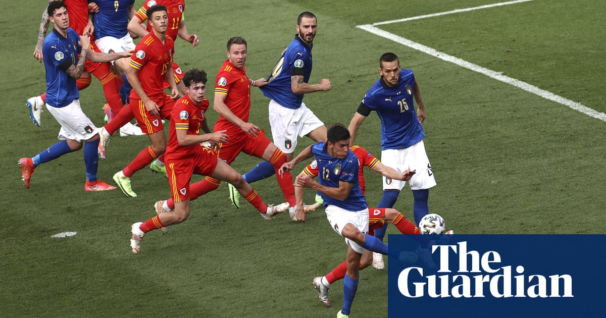 Matteo Pessina ensures Italy top group but 10-man Wales go through in second