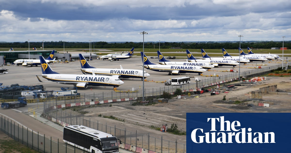 Expansion of English airports could threaten climate commitments – report