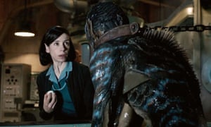 Sally Hawkins y Doug Jones en forma de agua.