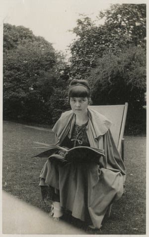 Undated photograph of Katherine Mansfield.