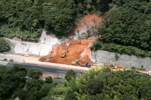 Kyushu Expressway is blocked by a landslide