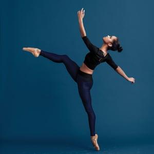 Misty Copeland enseña danza de ballet para MasterClass.
