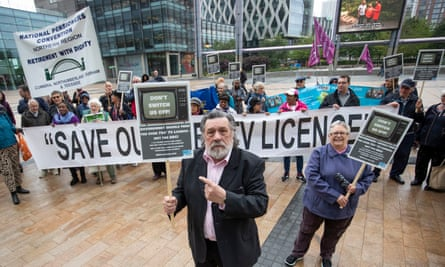 Ricky Tomlinson joins protesters in Manchester at the BBC's decision