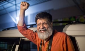 Bangladeshi photographer and activist Shahidul Alam reacts following is release from Dhaka Central Jail, Keraniganj, on November 20 2018.