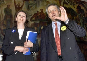Malcolm Turnbull, the then chairman for the Australian Republican Movement, with Kerry Jones, executive director of Australians for a Constitutional Monarchy, in 1999