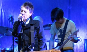 Thom Yorke and Jonny Greenwood (right) play for MTV.