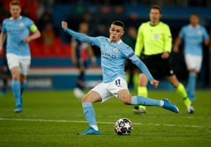 Manchester City's Phil Foden shoots.