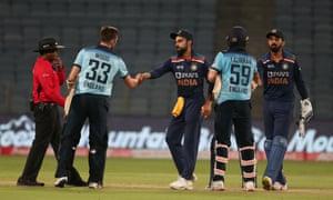 Mark Wood and Tom Curran of England shake hands with India's Virat Kohli and KL Rahul.