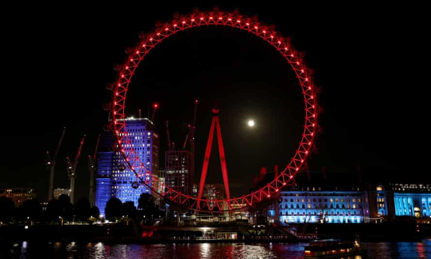 The London Eye, initially given a planning permit as a temporary structure, is now a permanent part of the London skyline.
