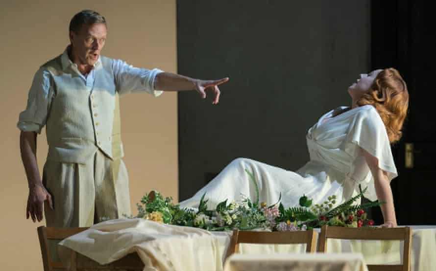 John Graham-Hall ( Živný) and Rosalind Plowright (Míla's Mother) in Osud.