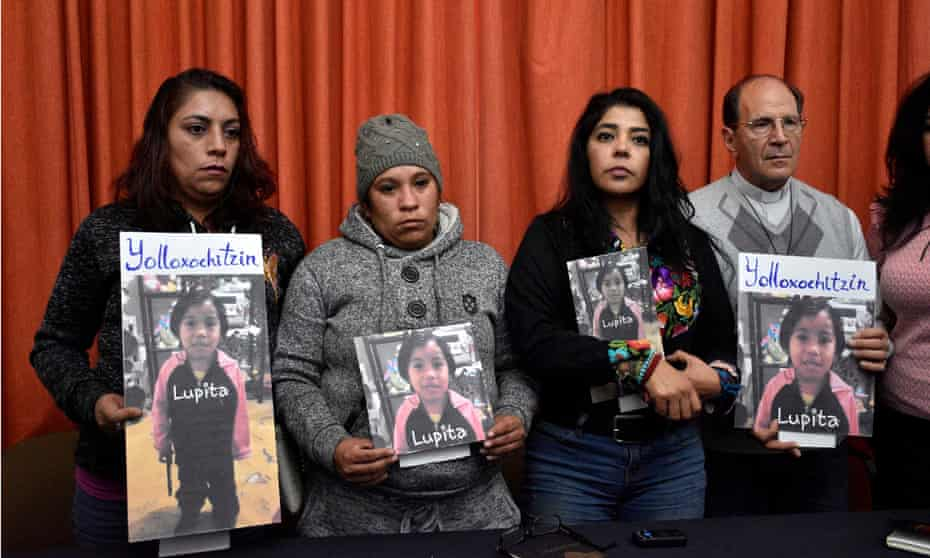 Frida Guerrera with relatives of Guadalupe Medina Pichardo – 'Lupita' – a four-year-old girl found dead in Mexico State, January 2018.