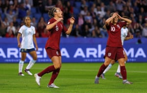Jodie Taylor and Fran Kirby react after a missed chance.