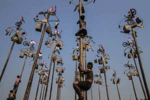 A mass climbing competition at Ancol Carnival Beach