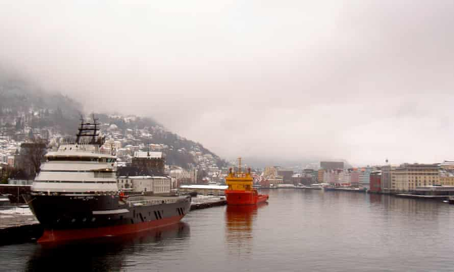 Huge supply ships add to Bergen's pollution problem.