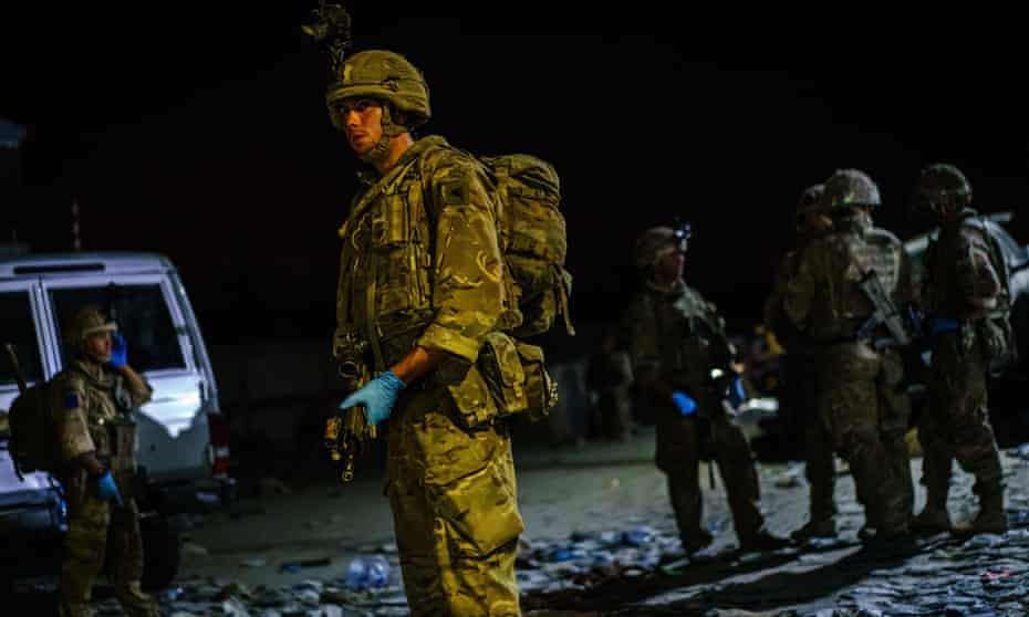 British soldiers outside the Baron Hotel, on a road that leads to the Abbey Gate, in Kabul, Afghanistan, on 26 August.