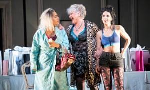 Dorothée (Kezia Bienek), Madame de la Haltière (Agnes Zwierko) and Noémie (Eduarda Melo) in Cendrillon