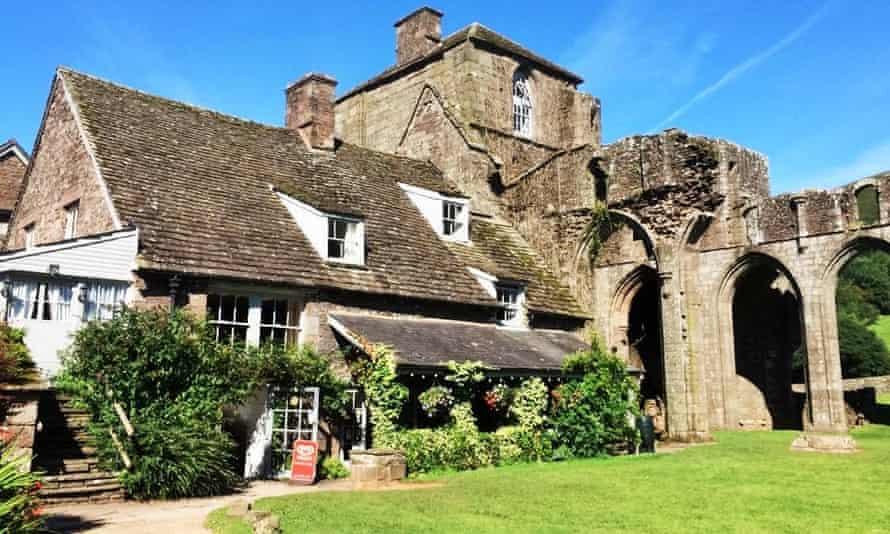 Llanthony Priory Inn