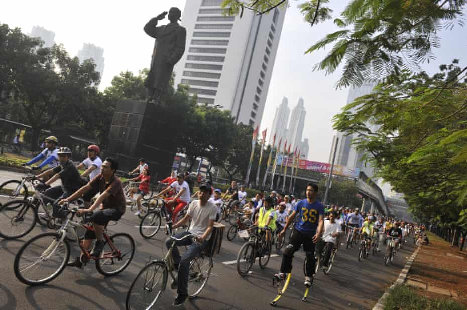 Jakarta's car-free days are popular … Sudirman avenue is usually filled with noise and pollution.