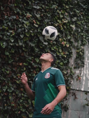 Mexico's Javier Hernández practices with the new Telstar 18