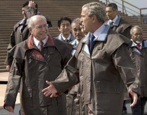 <strong>Australia 2007:</strong> George W Bush talks with John Howard wearing Driza-Bone jackets.