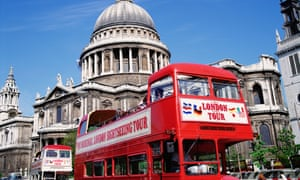 Sightseeing buses near St Paul's Cathedral in London