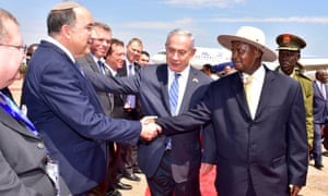 Binyamin Netanyahu introduces members of his delegation to President Museveni.