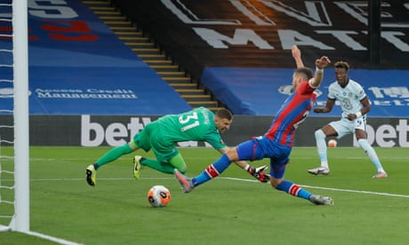 Chelsea hang on at Crystal Palace to maintain Champions League push