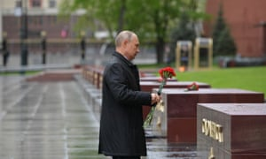 Vladimir Putin leaves flowers at the Tomb of the Unknown Soldier in Moscow