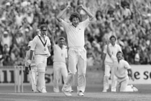 Ian Botham takes the catch from Graham Yallop off Bob Willis's bowling during the final 1981 Ashes Test at the Oval, which finished in a draw, ensuring that England ran out 3–1 victors thus retaining the Ashes.