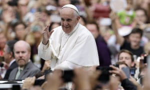 Pope Francis acknowledges faithful as he parades on his way to celebrate Mass on 27 September 2015, in Philadelphia.