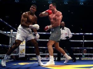 Klitschko lands a stinging right hand in the sixth.