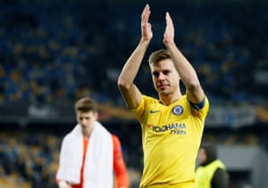 Azpilicueta applauds the fans after Chelsea beat Dynamo Kyiv.0-5.