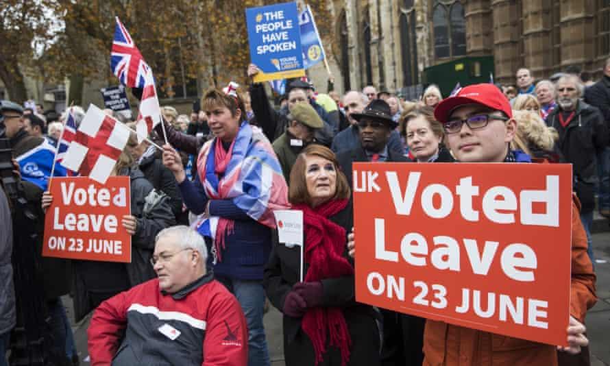 Pro-Brexit demonstrators protest outside parliament