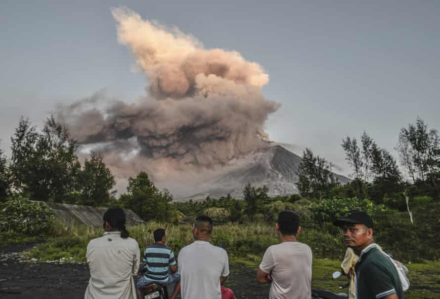 Residents look on as Mount Mayon erupts