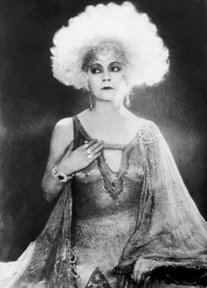 Black and white photo of Danish silent movie star Asta Nielsen.