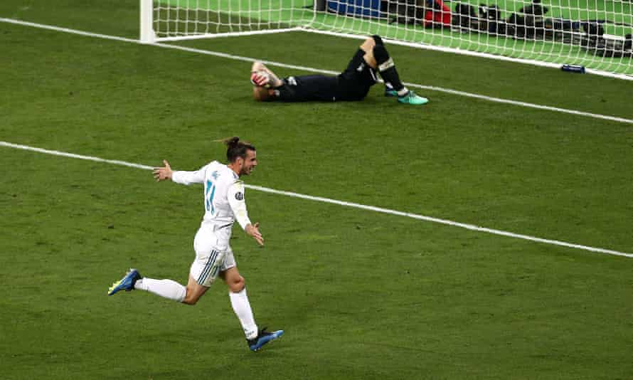 Loris Karius shows his dejection and Gareth Bale celebrates after the Liverpool goalkeeper gifted Real Madrid the final goal