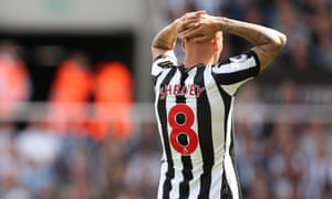 Newcastle United v Tottenham Hotspur - Premier League<br>NEWCASTLE UPON TYNE, ENGLAND - AUGUST 13: Jonjo Shelvey of Newcastle United  reacts after being sent off during the Premier League match between Newcastle United and Tottenham Hotspur at St. James Park on August 13, 2017 in Newcastle upon Tyne, England. (Photo by Robbie Jay Barratt - AMA/Getty Images)