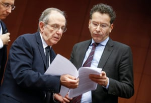 Eurogroup Finance ministers meeting epa05038651 Italian Finance Minister Pier Carlo Padoan (L) and Jeroen Dijsselbloem (R), Dutch Finance Minister and President of Eurogroup, talk at the start of a special Eurogroup Finance ministers meeting, on the Greek crisis, at the European Council headquarters in Brussels, Belgium, 23 November 2015. EPA/OLIVIER HOSLET
